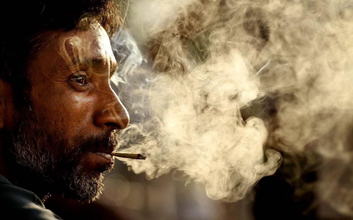 Những người hút thuốc lá chỉ đơn thuần là vì một chút hư ảo…