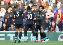 Các cầu thủ Liverpool ăn mừng bàn thắng vào lưới Burnley